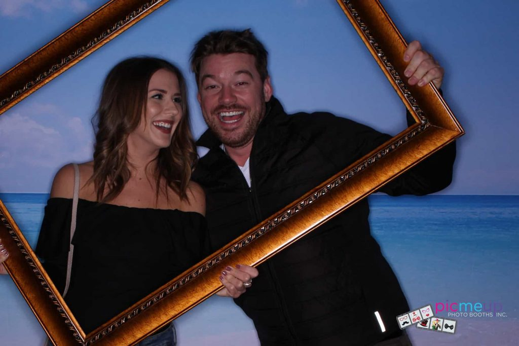 Pic Me Up Photo Booths Inc - Favourites21