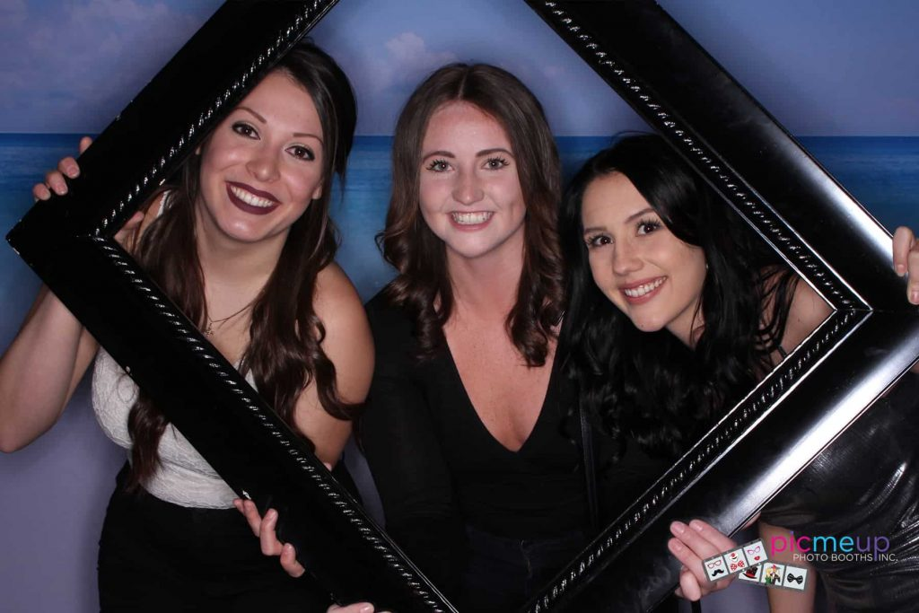 Pic Me Up Photo Booths Inc - Favourites4