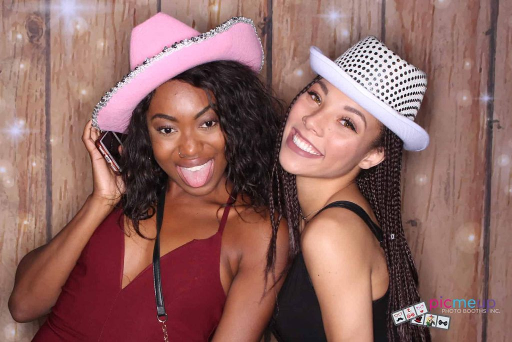 Pic Me Up Photo Booths Inc - Favourites9
