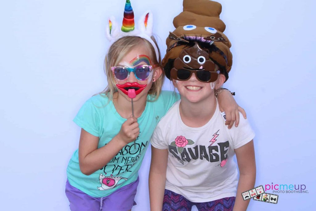Pic Me Up Photo Booths Inc - Favourites27